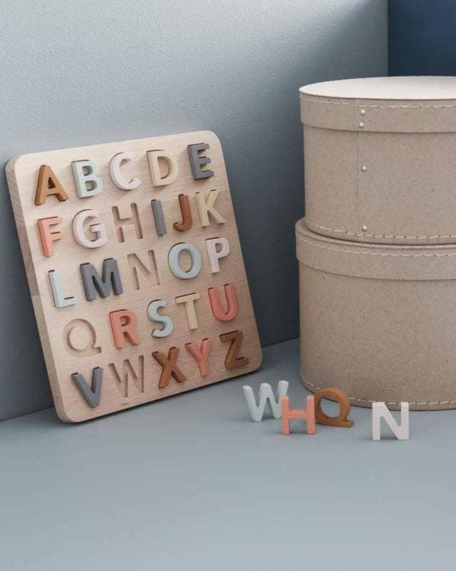 Bảng chữ cái bằng gỗ cho các bé
