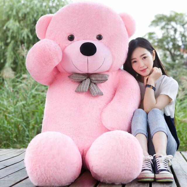 Chọn gấu bông làm quà cho bạn gái