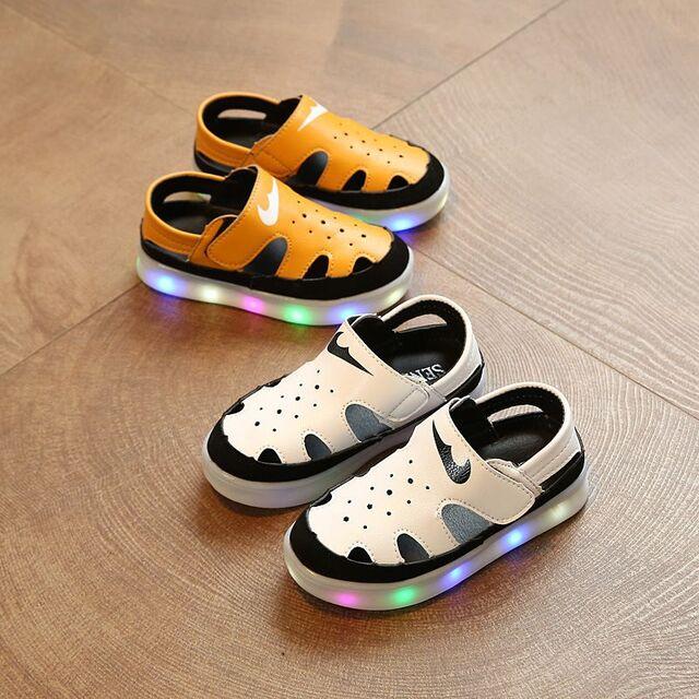 Giày có đèn led cho bé gái