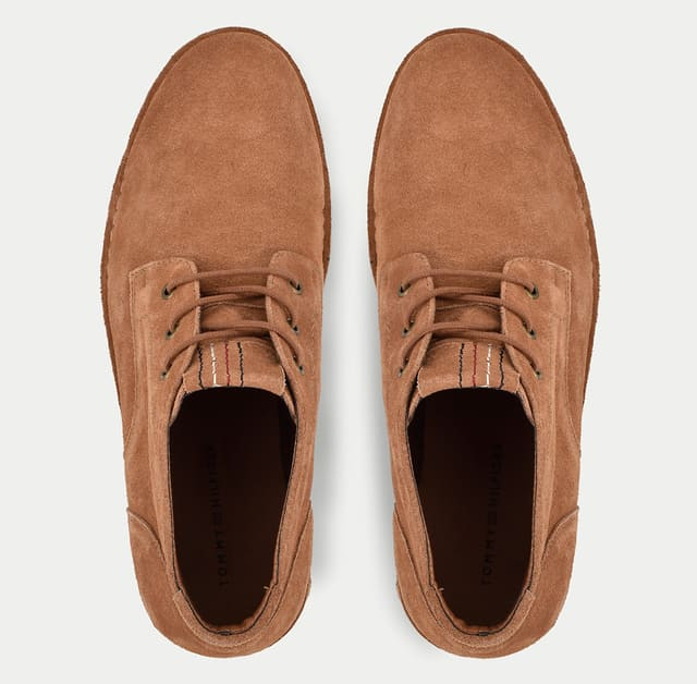 mặt trên giày da lộn màu cam sang trọng