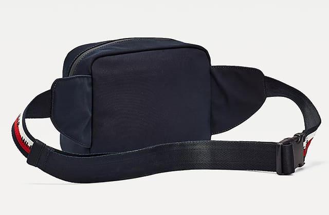 Mặt sau túi đeo chéo Urban Logo Tape