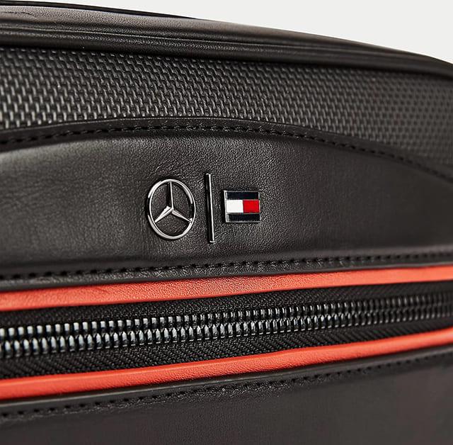 Logo Tommy Hilfiger và Mercedes Benz trên túi