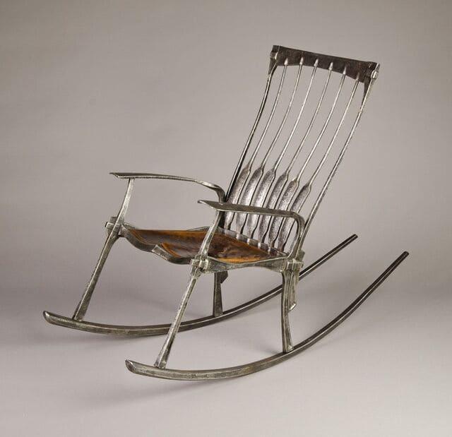 ghế bập bênh bằng kim loại