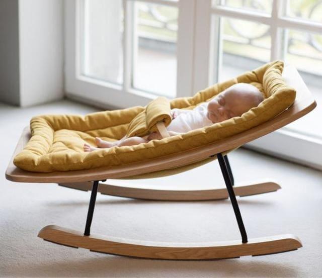 ghế bập bênh cho bé sơ sinh