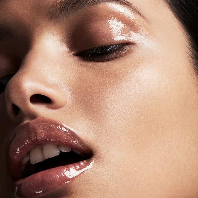 Màu Gloss Bomb Universal Lip Luminizer